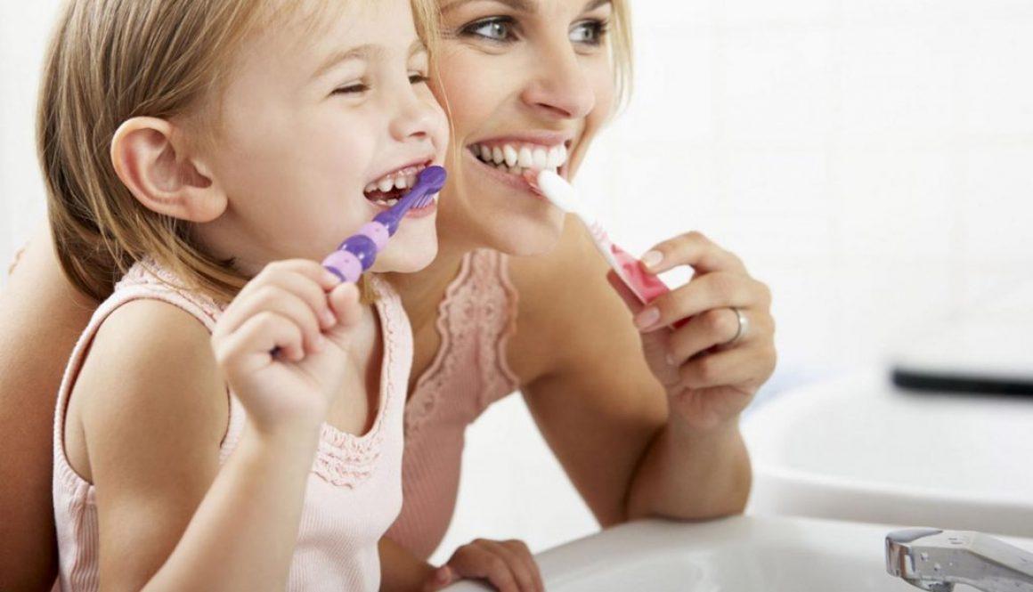 Szuru-buru – czyli CZYM myć zęby?
