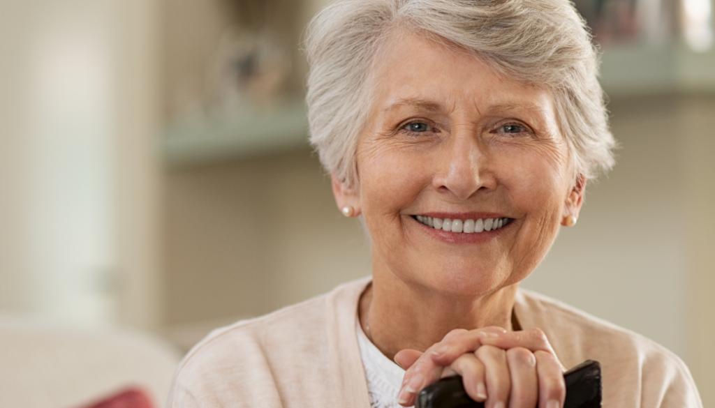 Dolna proteza na 2 implantach, czyli komfort dla seniora.